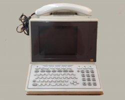 کامپیوتر قدیمی در فروشگاه اینترنتی