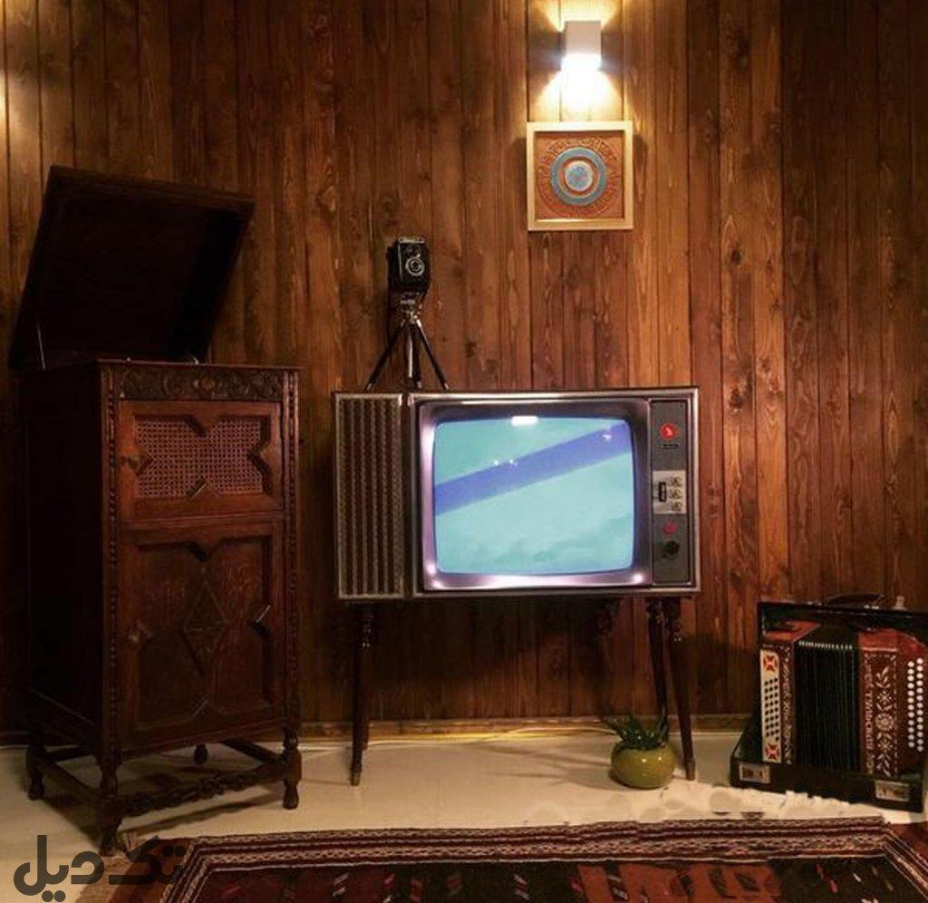 تلویزیون مبله قدیمی