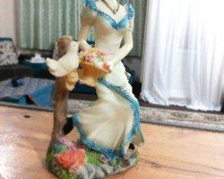 مجسمه دختر در فروشگاه اینترنتی
