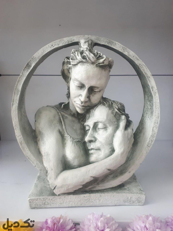 مجسمه رخ محبت