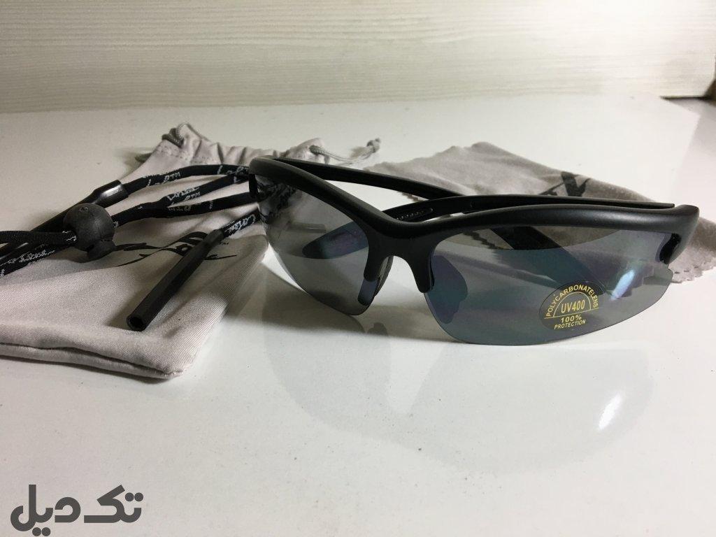 عینک و کیف کمری