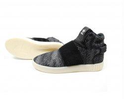 کفش کتانی آدیداس در فروشگاه اینترنتی